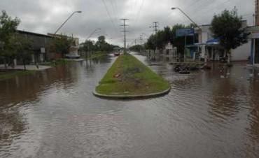 Sigue ingresando agua a la zona de Avenida Gorriti por el desborde del canal Las Mandarinas