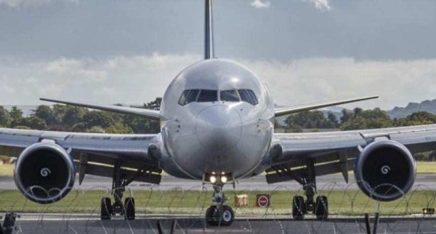 Pilotos paralizarían vuelos en Semana Santa