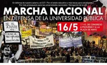 Docentes universitarios marchan en defensa de la educación pública