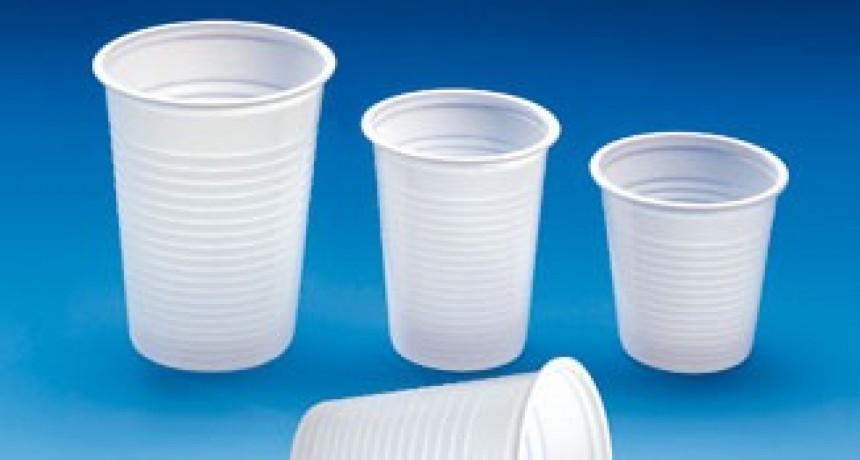 Proyecto para prohibir el uso de sorbetes y vasos plásticos en todo el país