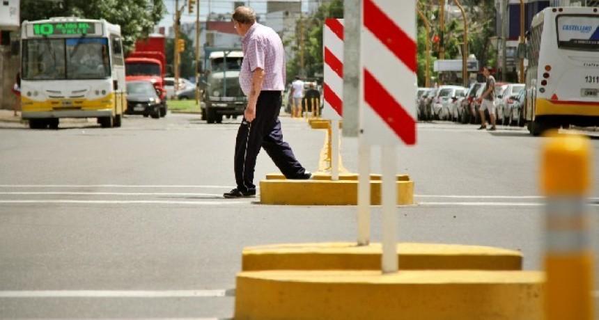El Concejo habilitó el estacionamiento sobre el margen izquierdo en algunas calles aledañas a Aristóbulo