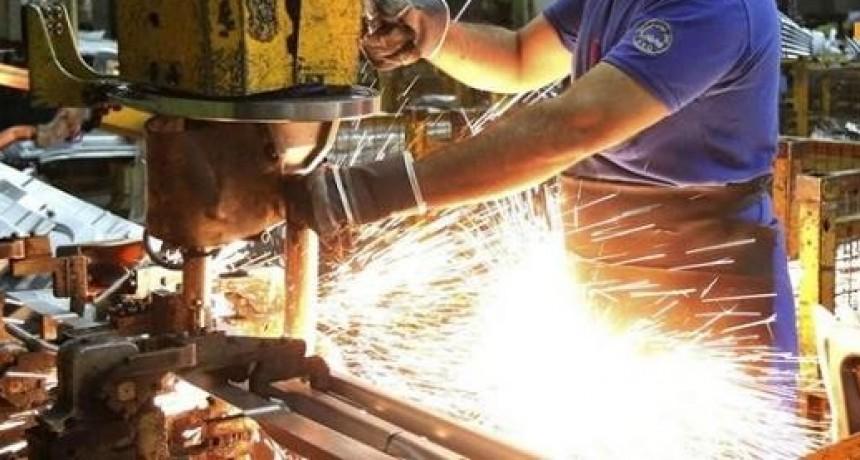 La producción industrial retrocedió más de tres por ciento en mayo