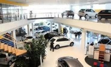 El patentamiento de automóviles subió casi cuarenta por ciento en junio