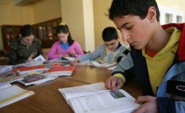 Casi la mitad de los estudiantes no termina la secundaria en Argentina