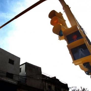 El Municipio colocará semáforos para peatones en el centro
