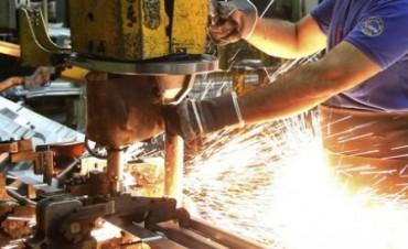 La producción de las pymes industriales cayó medio punto