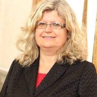 La ministra de Educación inaugura las áreas remodeladas de dos escuelas en la ciudad