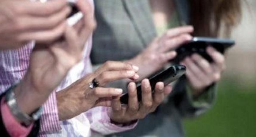 Sólo cuatro de cada diez argentinos comparten redes sociales con su jefe
