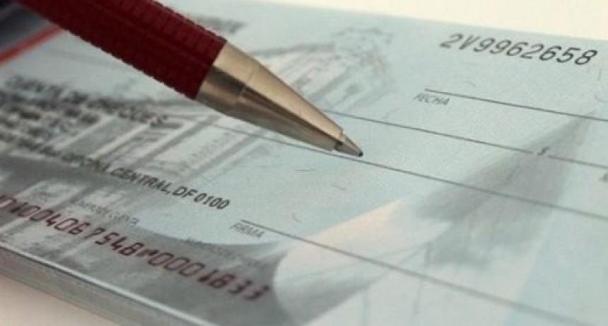 Los cheques rechazados subieron setenta por ciento en el primer semestre