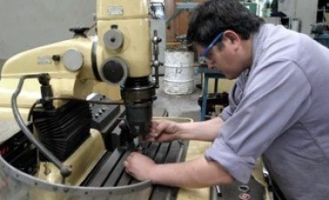 El empleo registrado acumuló catorce meses consecutivos de mejora