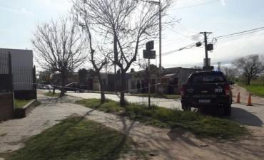Un joven murió tras ser baleado cuando iba en su auto en barrio Cabal