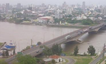 El bacheo en el puente Oroño concluiría a fin de mes