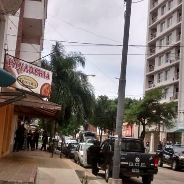 Una falsa denuncia de dos jóvenes provocó un amplio despliegue policial en un edificio de zona céntrica