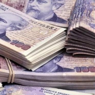 Bancos privados cobrarán a las empresas por depositar efectivo