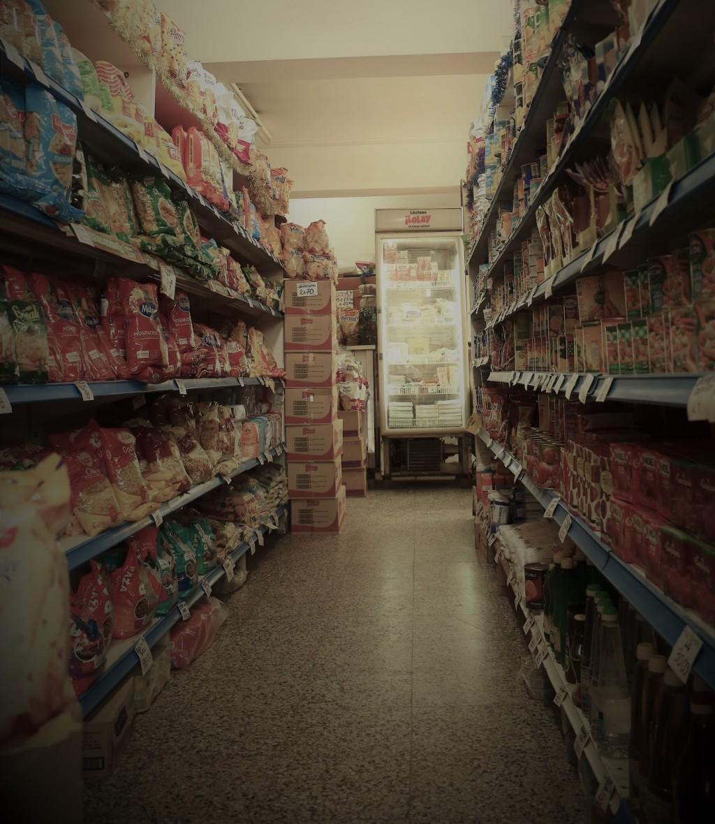 Más de 40 % de gastos en compras de alimentos obedece a impuestos