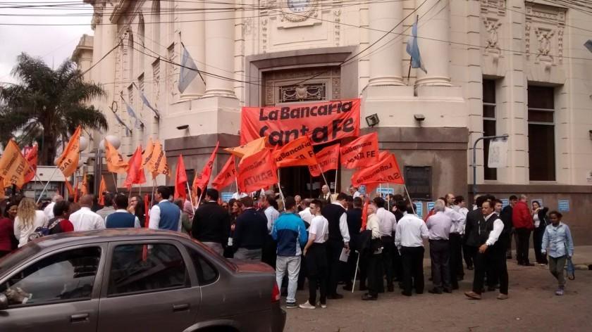 Bancarios del país pararán el viernes
