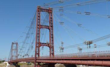 Tránsito interrumpido sobre el puente Colgante por obras de iluminación