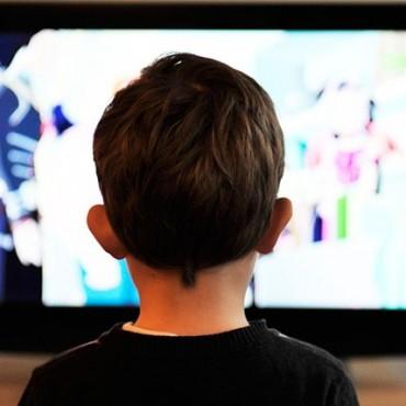 Dos de cada tres alimentos publicitados en canales infantiles son poco saludables