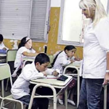 El salario docente cayó casi diez por ciento el año pasado