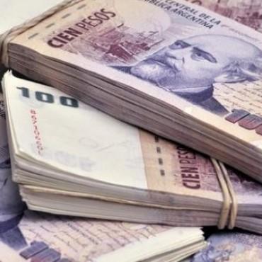 Los bancos empiezan a cobrar a empresas por depósitos en efectivo