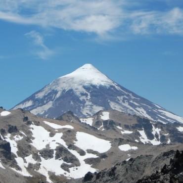 Alerta amarilla en Neuquén por actividades sísmicas en el volcán Lanín