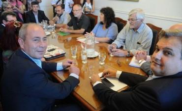La provincia convoca a reunión paritaria a los gremios de estatales y docentes