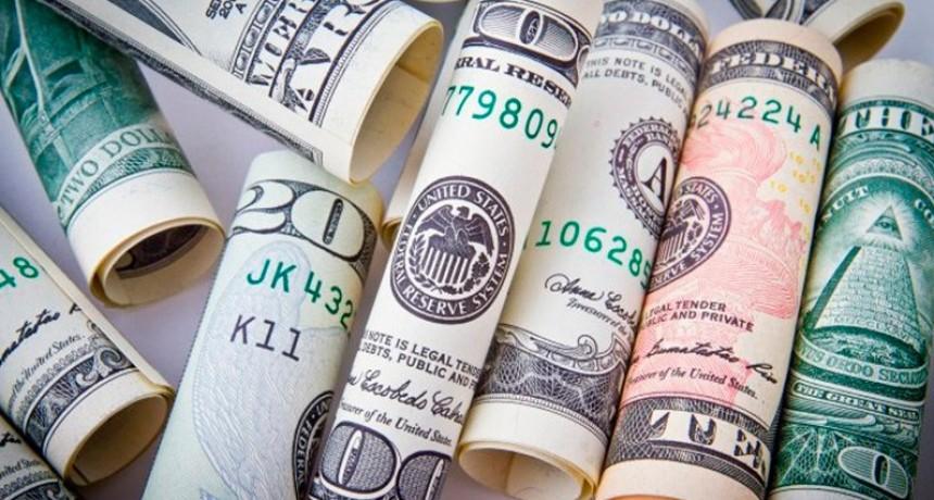 La compra de dólares para ahorro y viajes retrocedió 37 por ciento el mes pasado