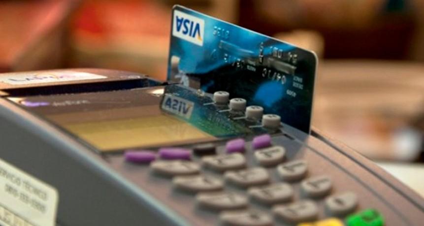 Suben reclamos de consumidores por tarjetas de crédito