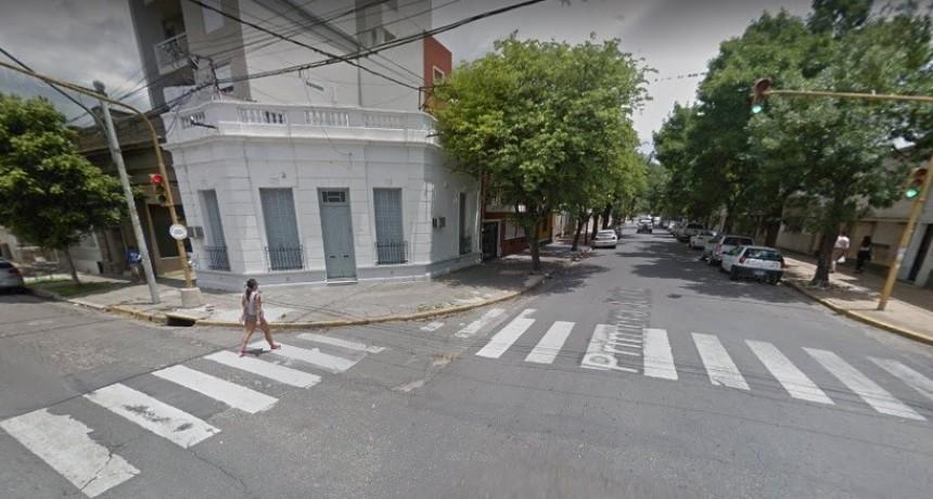 Motochorros robaron a una mujer en el centro de la ciudad