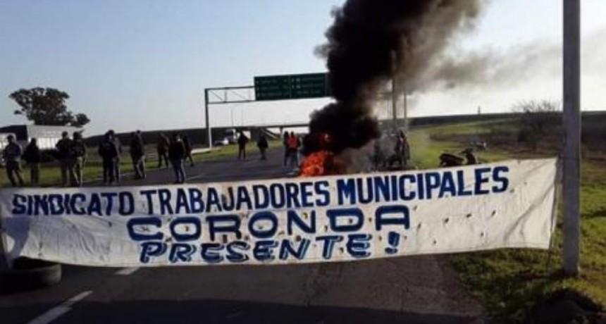 Corte de tránsito de empleados municipales de Coronda en la autopista Santa Fe - Rosario