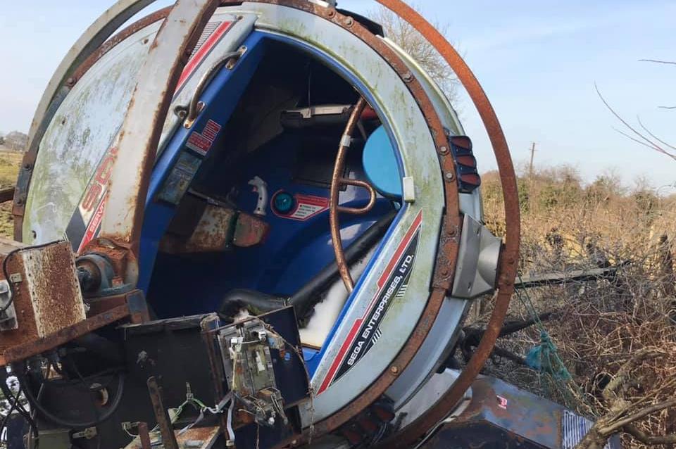 Hallaron una maquina de Sega abandonada en un campo de Reino Unido
