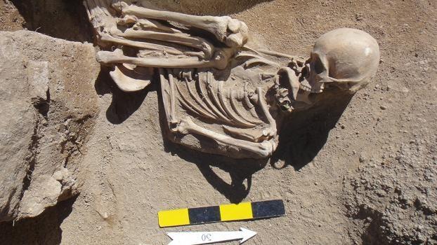 Investigadoras encontraron una máscara de cobre de más de 3000 años en tumbas prehispánicas en Catamarca