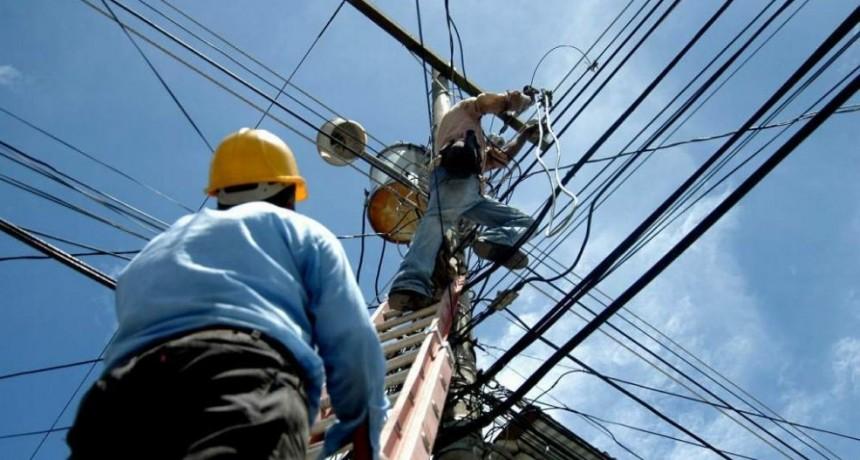 Vecinos del Barrio Jardín reclaman mal funcionamiento de la tensión eléctrica y piden sustitución de cables