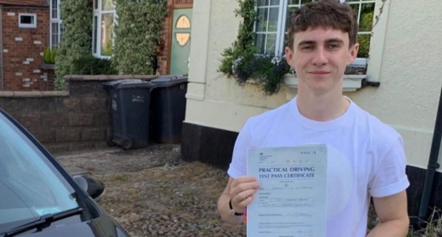 En Reino Unido un joven despertó de un coma y no sabia nada sobre la pandemia