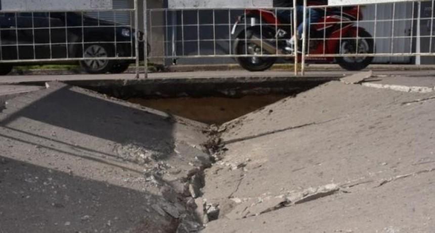 Concejales advierten hundimientos en Boulevard Pellegrini y Urquiza