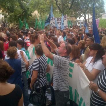 Amsafé y Sadop protestan frente a la Región IV de Educación