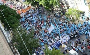Maestros del país marchan hacia Plaza de Mayo