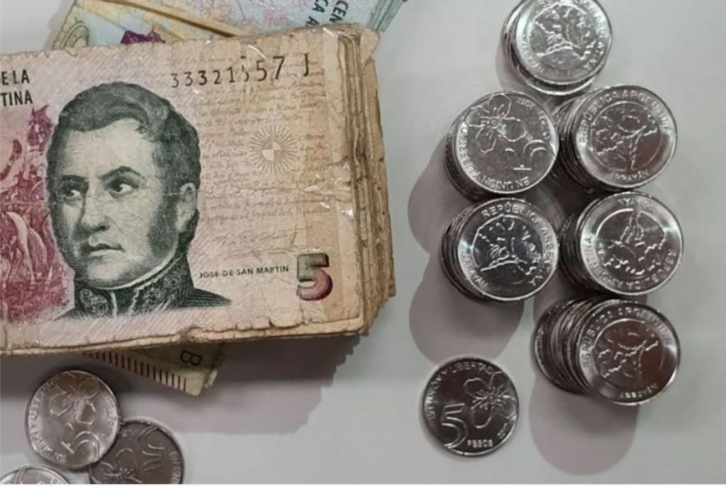 Faltan monedas de 5 pesos en los comercios