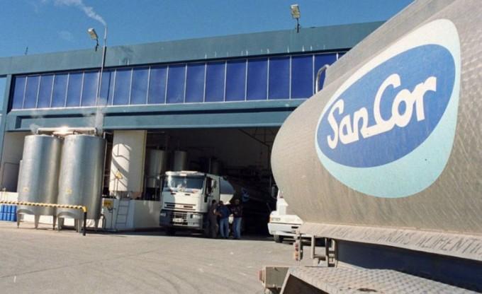 Camioneros no distribuyen lácteos en todo el país en repudio a los despidos en Sancor