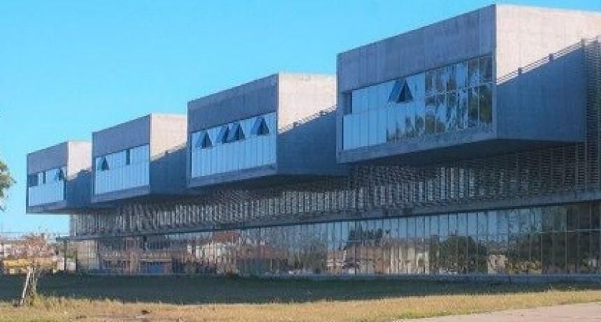 Funcionarios provinciales recorren la obras del nuevo hospital Iturraspe
