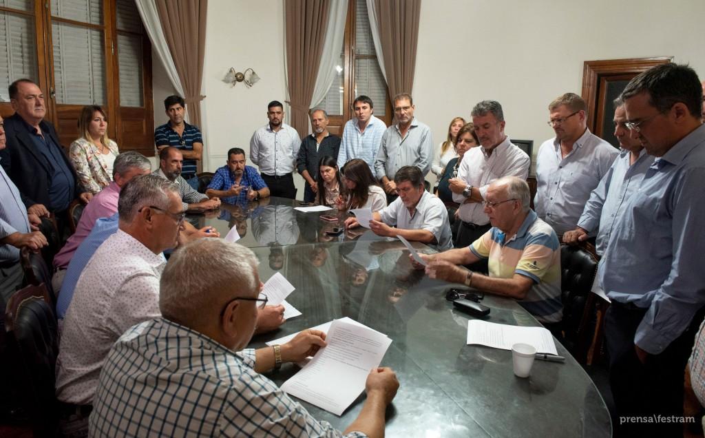Los trabajadores municipales acordaron un 15 % de incremento salarial