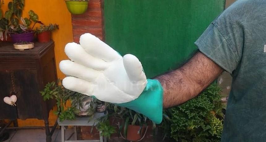 Un grupo de santotomesinos creó un prototipo de guantes que inhibiría al coronavirus