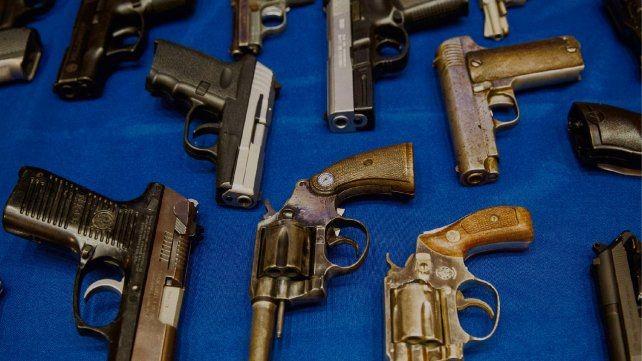 Más de 40 armas fueron robadas a policías el año pasado en Santa Fe