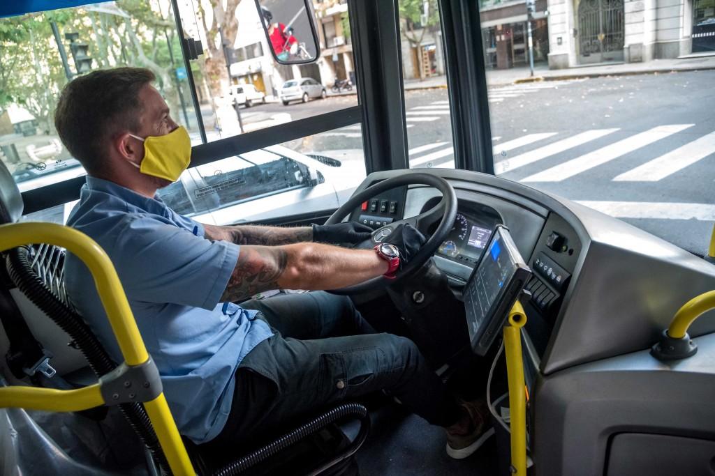 Las líneas de colectivos implementarían fajas de seguridad para mejorar la circulación de aire