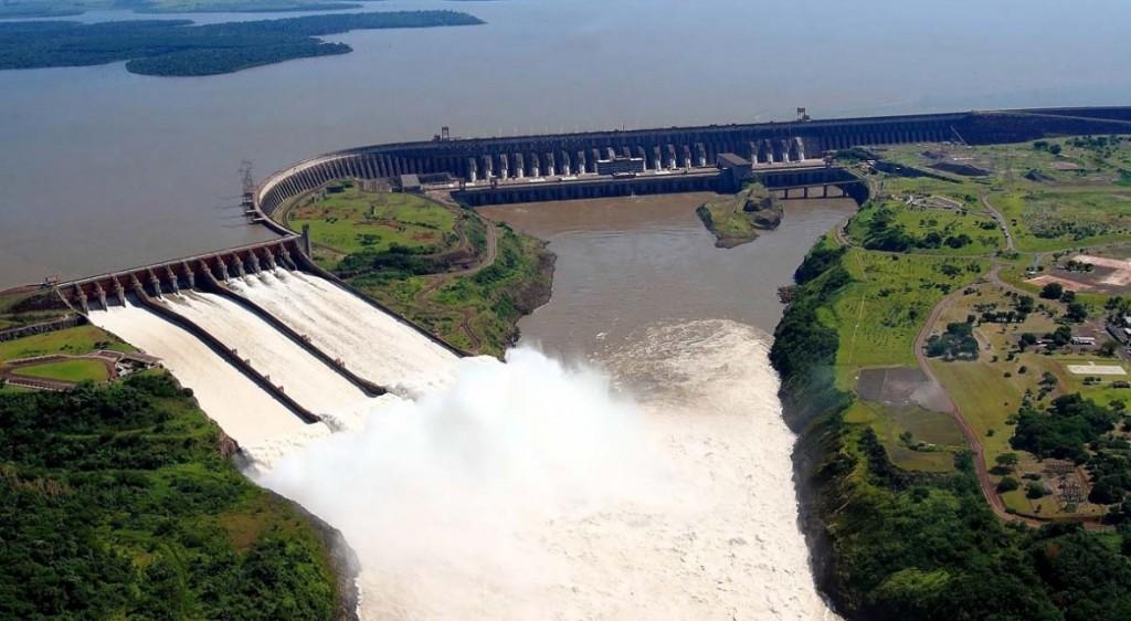 La represa Itaipú abre compuertas para que crezca el Paraná