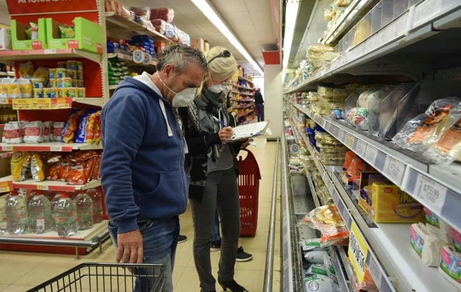 Supermercadistas locales solicitan que ingrese un cliente por familia