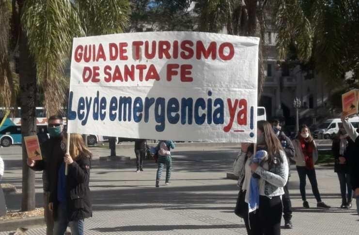 Transportes de Turismo cortan la Autopista Santa Fe Rosario por tiempo indeterminado