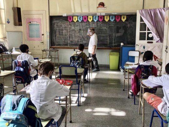 Los docentes reiteran el pedido de suspender la presencialidad en localidades con una alta cantidad de contagios