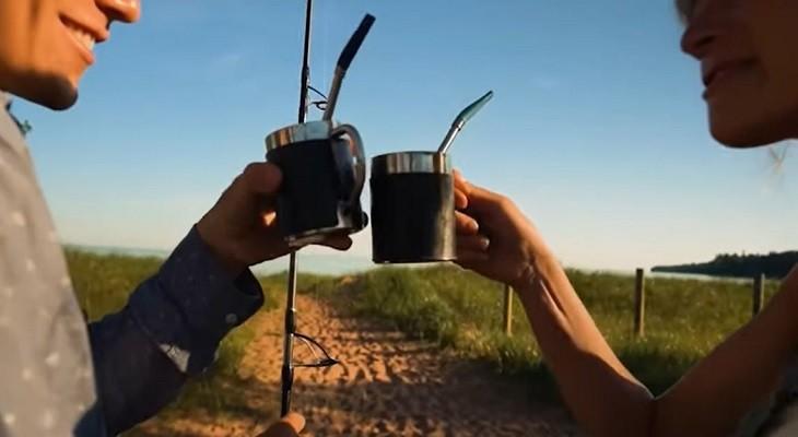 Un Estadounidense copió la forma de tomar mate para tomar café