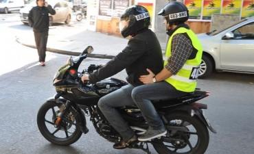 La Legislatura porteña prohibió circular en moto con acompañantes en el microcentro